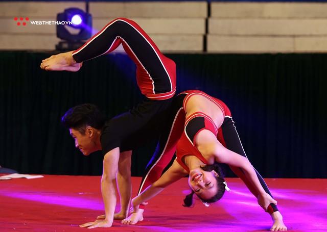 Ấn tượng những đôi uyên ương tỏa sáng tại Giải vô địch yoga quốc gia lần thứ nhất năm 2018 - Ảnh 9.