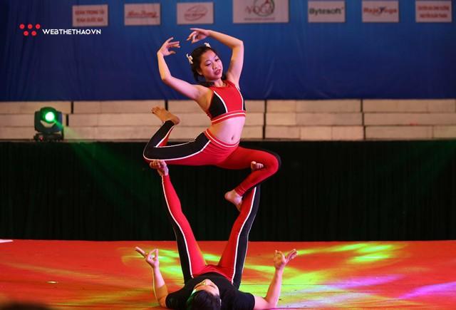 Ấn tượng những đôi uyên ương tỏa sáng tại Giải vô địch yoga quốc gia lần thứ nhất năm 2018 - Ảnh 10.