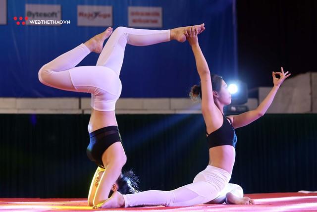 Ấn tượng những đôi uyên ương tỏa sáng tại Giải vô địch yoga quốc gia lần thứ nhất năm 2018 - Ảnh 3.