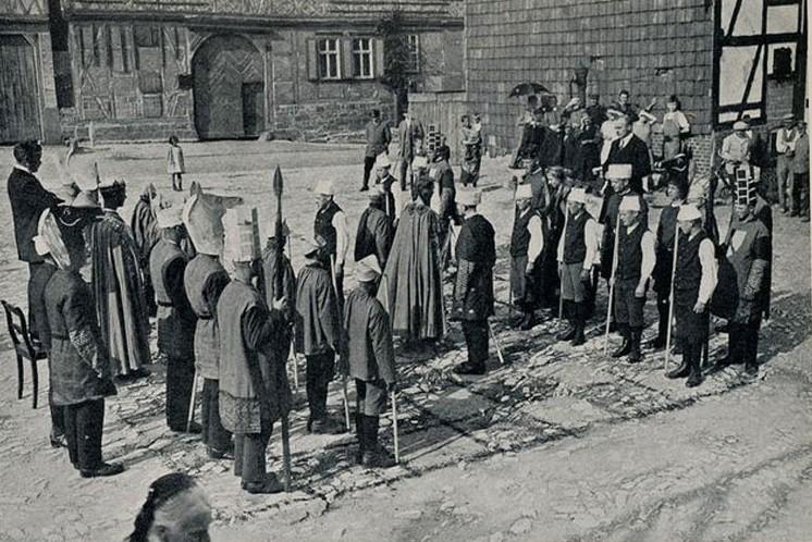 Cờ Việt Nam: Từ thời vua Lê Hiến Tông đánh bại sứ Minh đến Kỳ Đài Đất Việt - Ảnh 1.