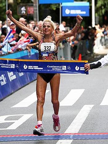 Cụ bà 85 tuổi vẫn chạy Marathon, vẫn yêu đương - Ảnh 3.