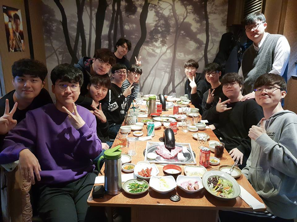 Hình ảnh về cuộc tụ họp cuối cùng của các thành viên SKT 18 - Ảnh 1.
