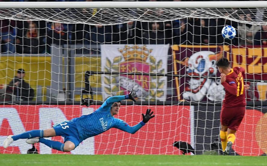 Kỷ lục 100 của Benzema và top 5 điểm nhấn đáng chú ý ở trận AS Roma - Real Madrid - Ảnh 6.