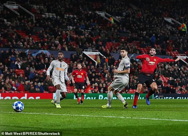 Mourinho nổi cơn tam bành, Fellaini tái hiện kỳ tích của Ronaldo và những điểm nhấn khi Man Utd hạ Young Boys - Ảnh 6.