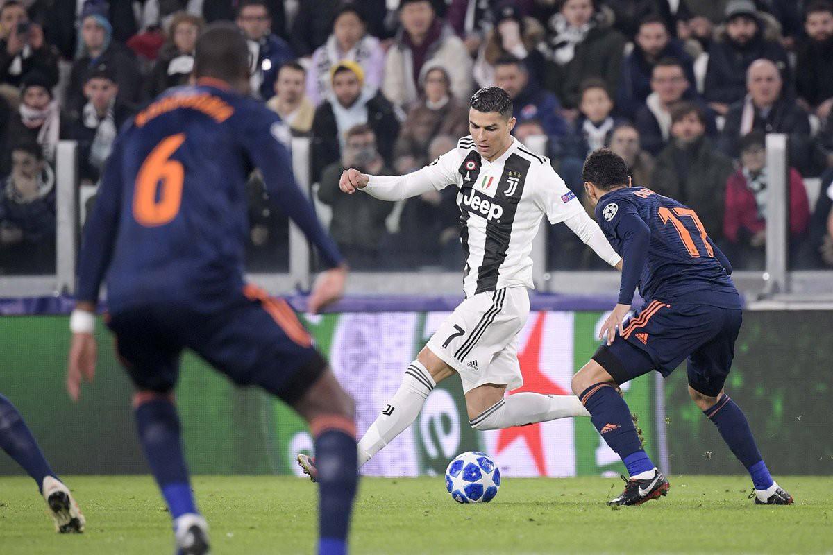 Ronaldo kiến tạo ngoạn mục và cán mốc 100 trận thắng, giúp Juventus giành vé - Ảnh 2.