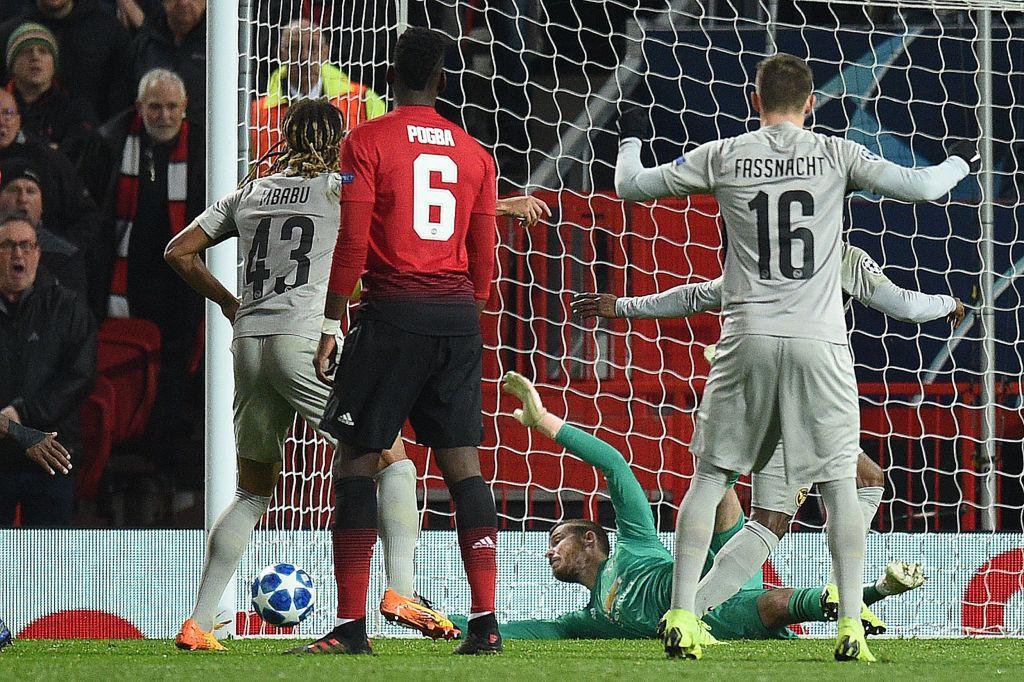 Mourinho nổi cơn tam bành, Fellaini tái hiện kỳ tích của Ronaldo và những điểm nhấn khi Man Utd hạ Young Boys - Ảnh 4.