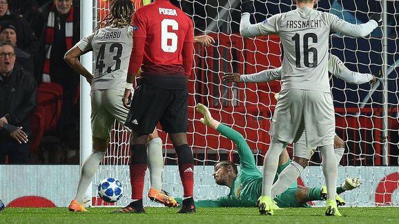 HLV Mourinho làm sáng tỏ tương lai De Gea sau màn trình diễn phi thường trước Young Boys - Ảnh 3.