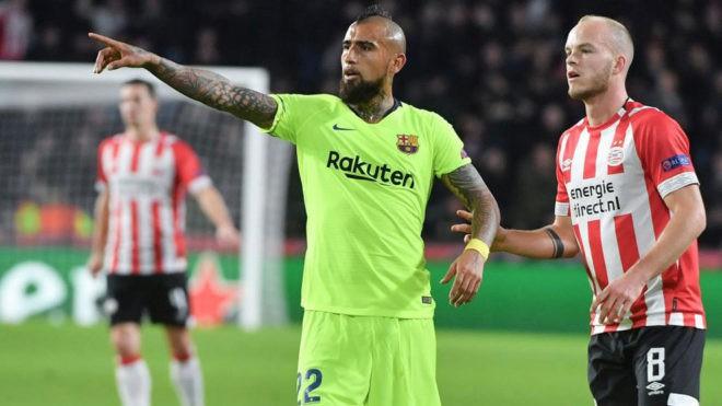 Kỷ lục bàn thắng của Messi - Pique và top 5 điểm nhấn đáng chú y ở trận PSV - Barcelona - Ảnh 3.