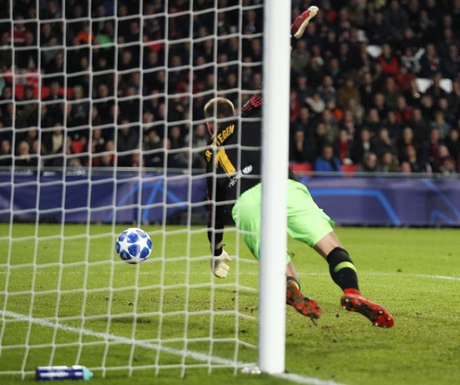 Kỷ lục bàn thắng của Messi - Pique và top 5 điểm nhấn đáng chú y ở trận PSV - Barcelona - Ảnh 4.