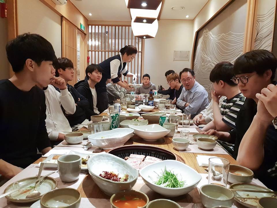 Sau bữa ăn chia tay SKT18, ngày hôm qua là bữa ăn chào mừng và gặp mặt của SKT19 - Ảnh 5.