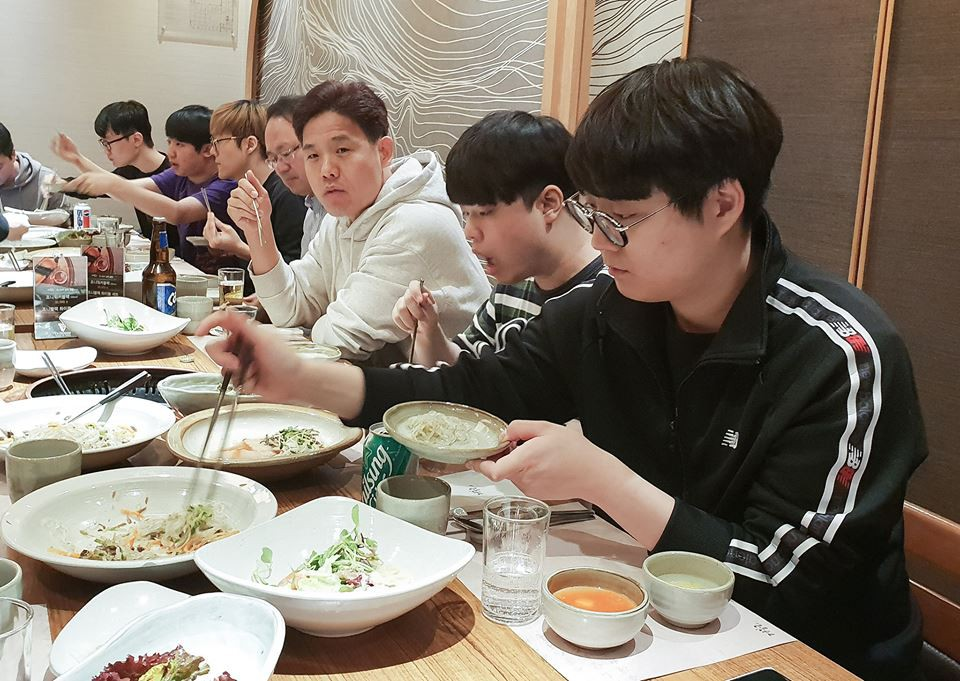 Sau bữa ăn chia tay SKT18, ngày hôm qua là bữa ăn chào mừng và gặp mặt của SKT19 - Ảnh 6.