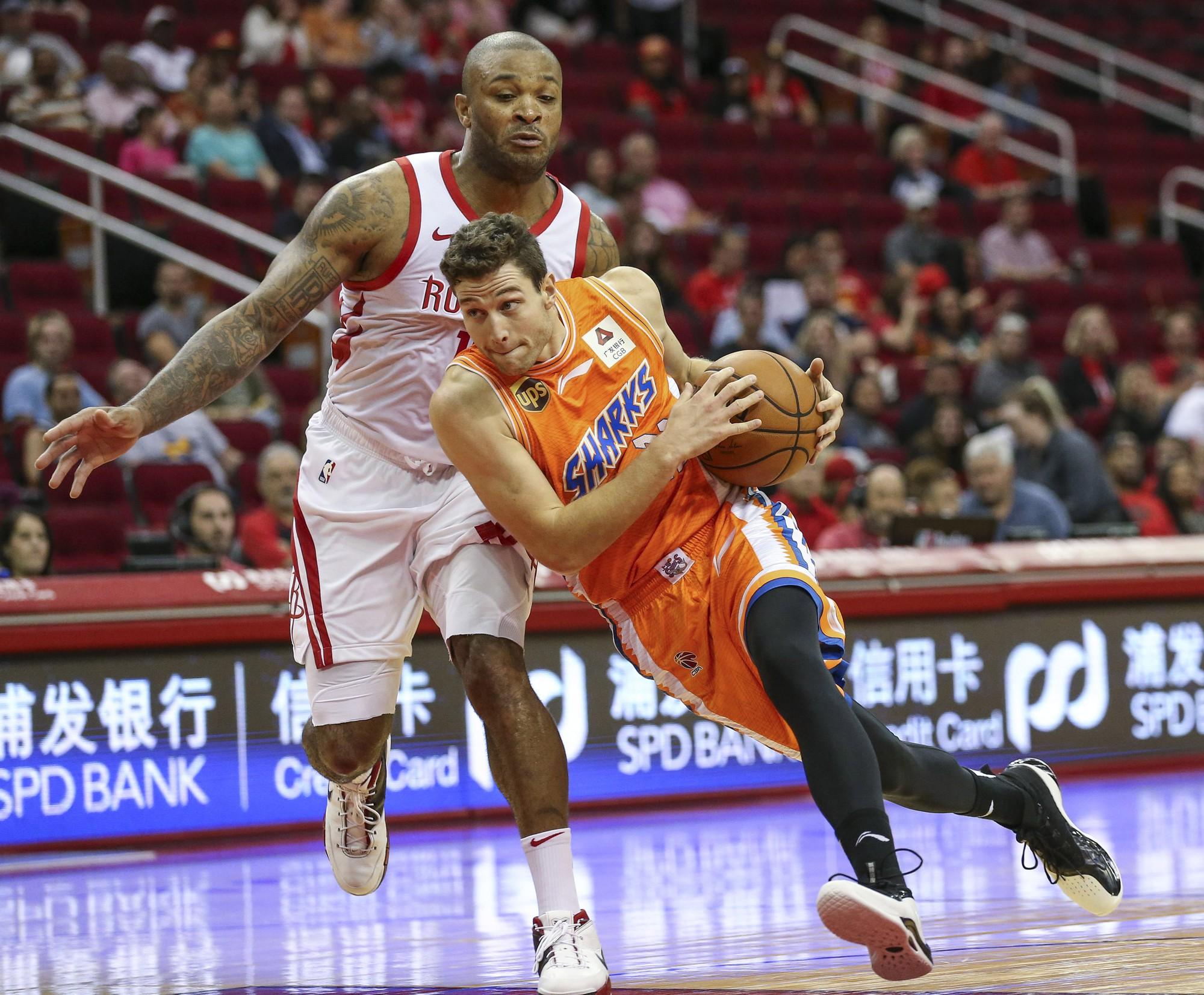 Ghi đến 75 điểm tại giải nhà nghề Trung Quốc, gã du mục Jimmer Fredette muốn tái xuất NBA - Ảnh 1.