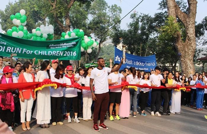 NSND Lê Khanh, ca sĩ Đức Tuấn và nhiều nghệ sĩ sẽ tham gia giải chạy Vì trẻ em Hà Nội 2018 - Ảnh 1.