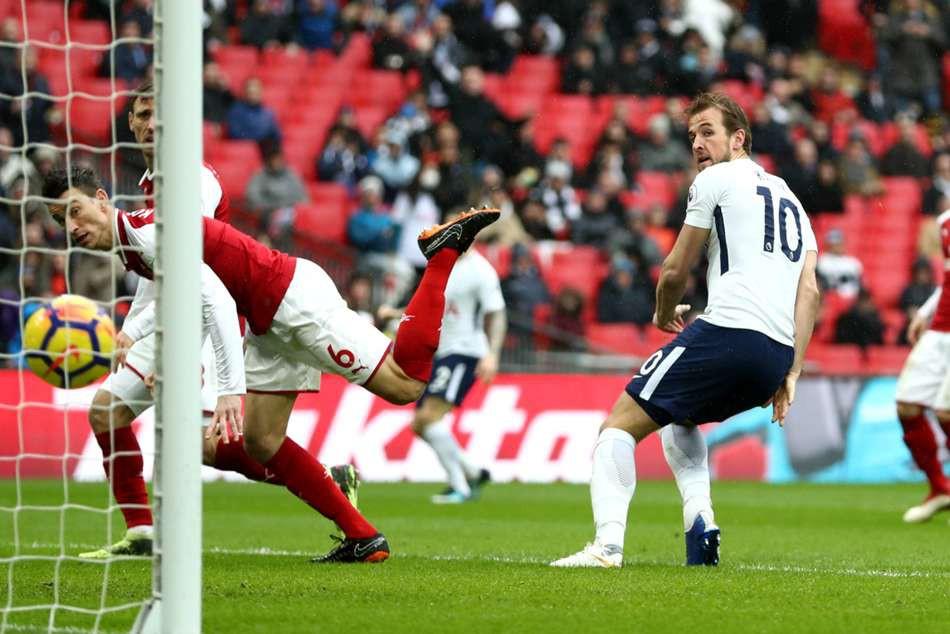 Khi vua derby Harry Kane đối đầu sát thủ Chủ nhật Aubameyang - Ảnh 2.