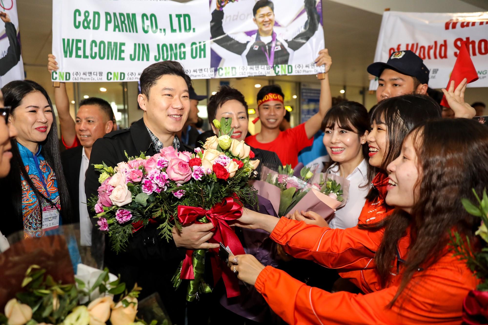 Siêu xạ thủ Jin Jong Oh: Tôi biết Hoàng Xuân Vinh có tố chất từ lâu rồi - Ảnh 1.