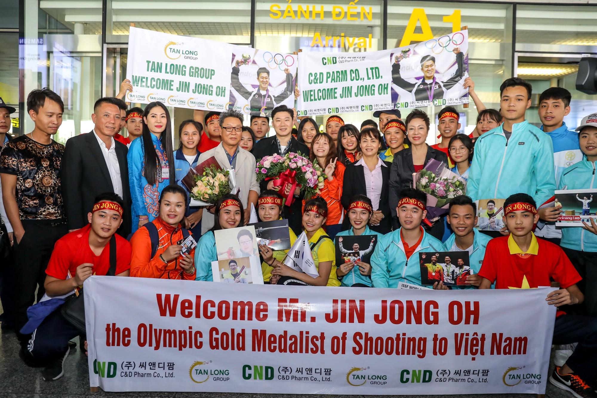 Siêu xạ thủ Jin Jong Oh: Tôi biết Hoàng Xuân Vinh có tố chất từ lâu rồi - Ảnh 4.