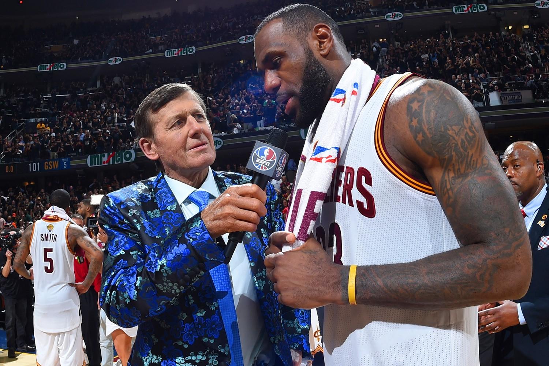 LeBron James tri ân biên tập viên huyền thoại Craig Sager và bộ sưu tập áo vest đỉnh - Ảnh 1.