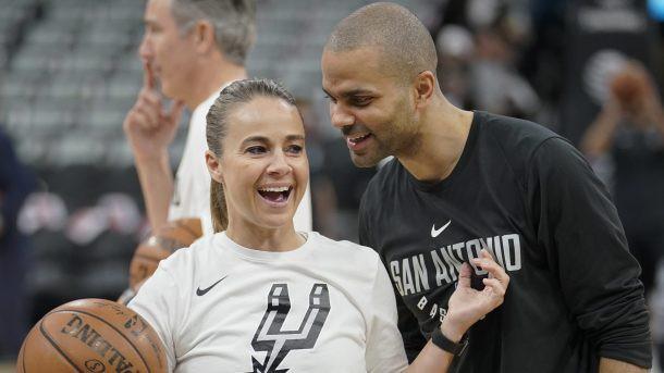 Vấn đề tranh cãi: Người đẹp làm huấn luyện tại NBA chỉ gây rắc rối - Ảnh 1.