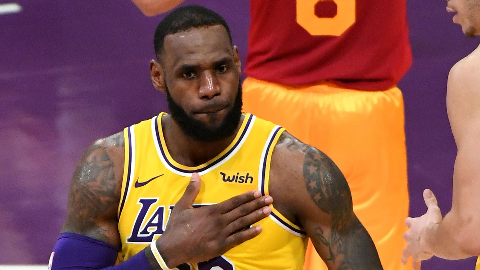 Chính LeBron James cũng bất ngờ vì mình lại phải cầm banh ở LA Lakers nhiều đến như vậy - Ảnh 1.