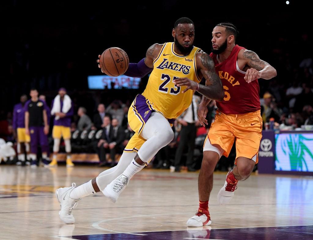 Chính LeBron James cũng bất ngờ vì mình lại phải cầm banh ở LA Lakers nhiều đến như vậy - Ảnh 2.