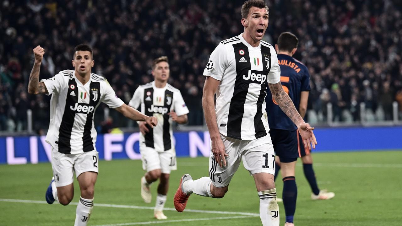 Hiệu suất khó tin của Ronaldo chấp cả cây đinh ba của Fiorentina - Ảnh 1.