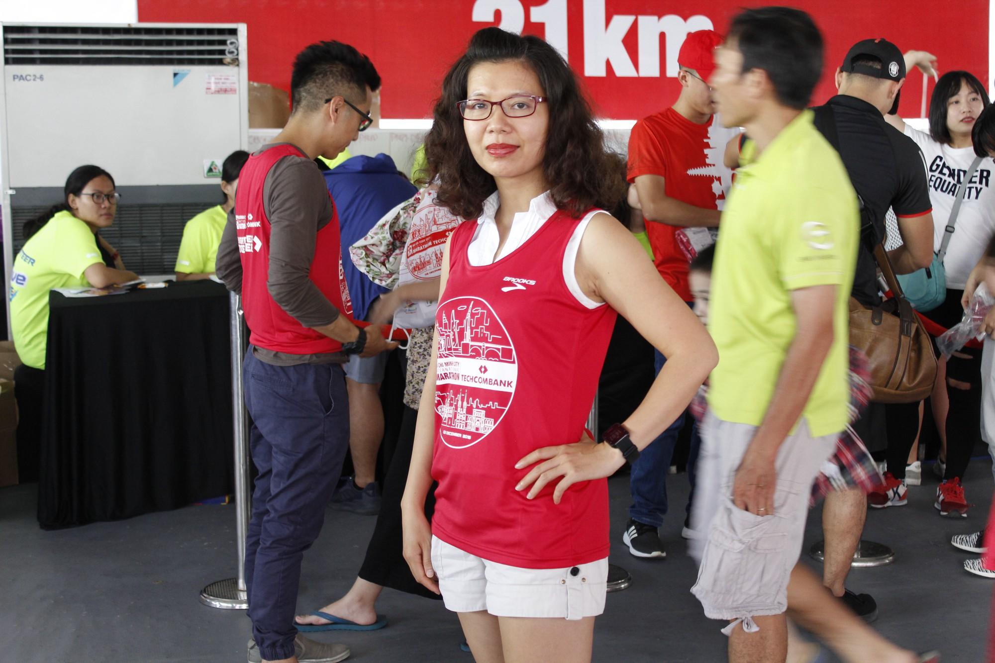 Hàng ngàn VĐV hào hứng đến nhận bib marathon quốc tế Techcombank - Ảnh 6.