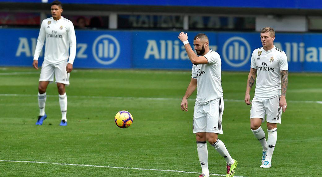 Vì sao Real Madrid lo mất điểm trước Valencia ngay tại Bernabeu? - Ảnh 1.