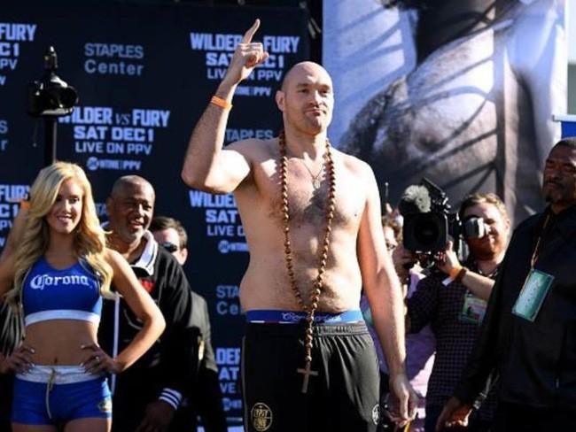 TRỰC TIẾP Quyền Anh: Tyson Fury vs Deontay Wilder - Ảnh 10.