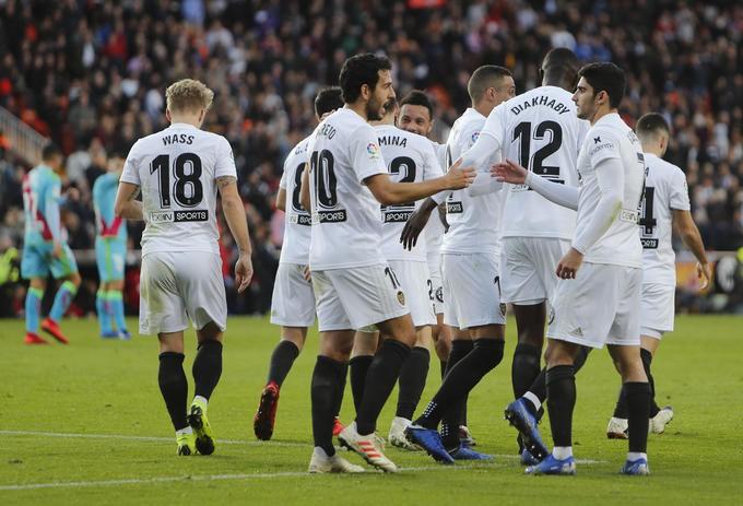 Vì sao Real Madrid lo mất điểm trước Valencia ngay tại Bernabeu? - Ảnh 3.