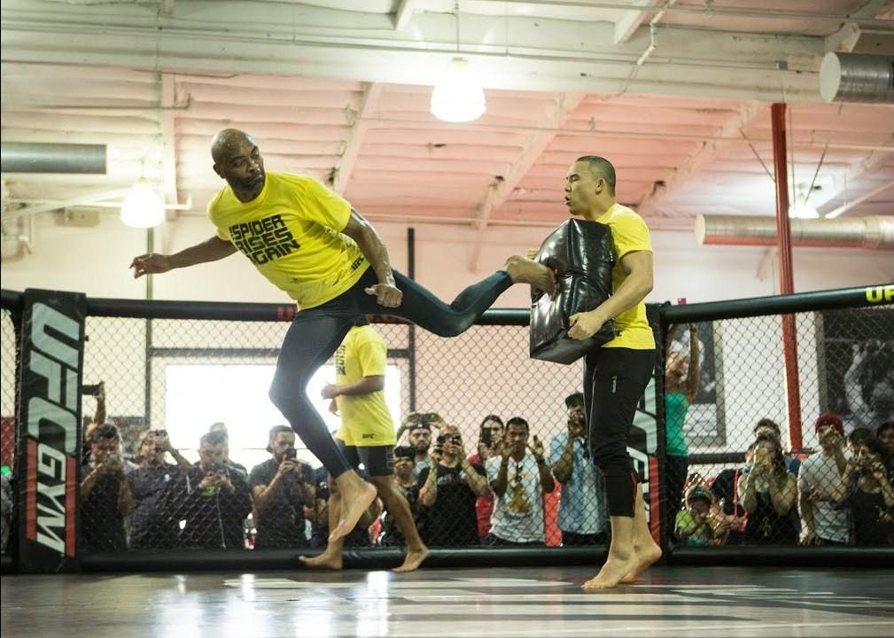 Đối phó với Adesanya, Anderson Silva bạo tay thuê người duy nhất từng hạ KO cựu vương Kickboxing - Ảnh 6.