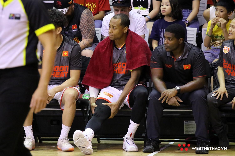 Gặp chấn thương đùi sau, Trevon Hughes có thể sẽ bỏ lỡ đại chiến với Macau Black Bears - Ảnh 2.