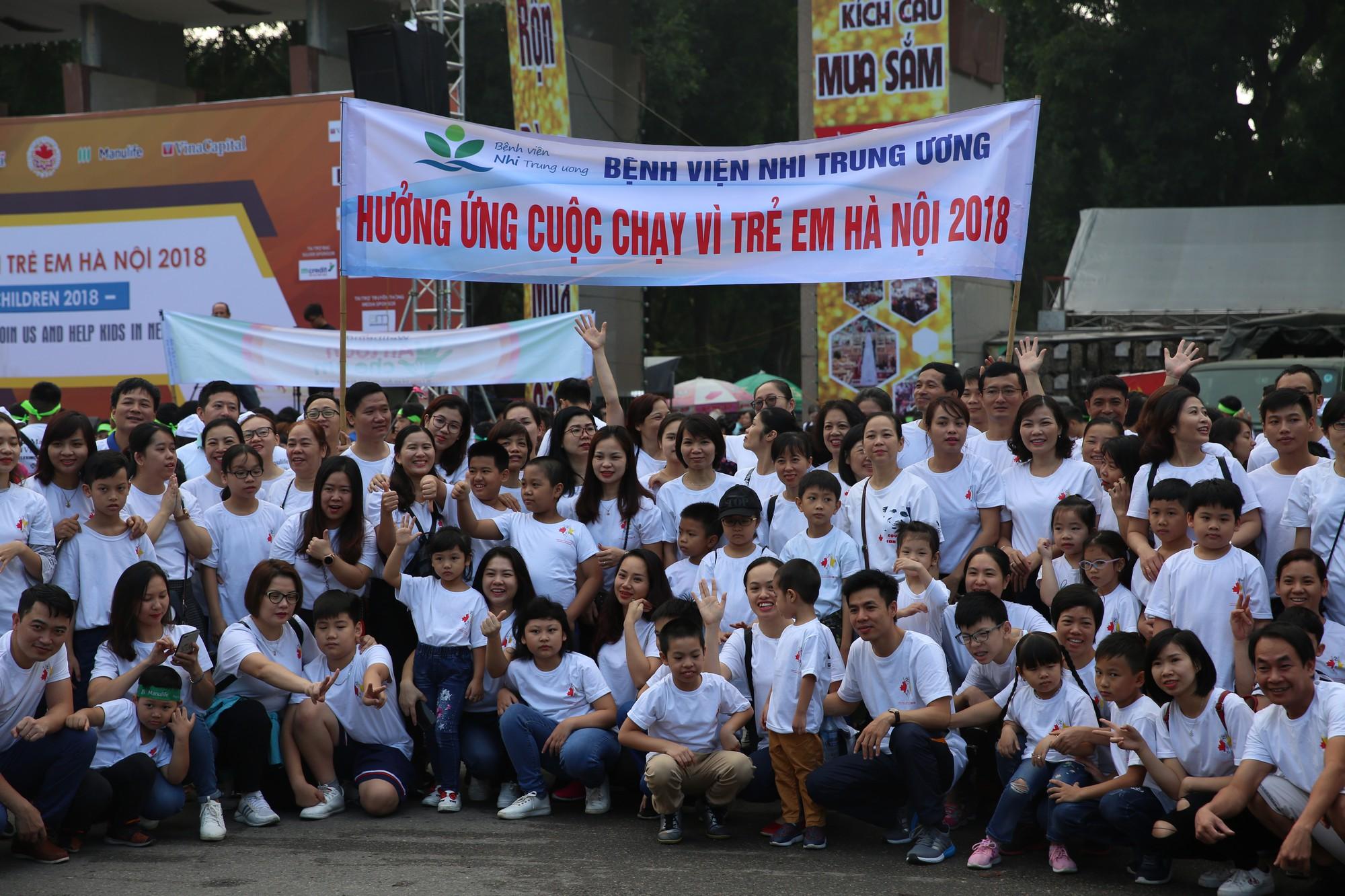 Chạy vì trẻ em Hà Nội 2018 thu hút hàng nghìn người tham dự, quyên góp hơn 1 tỷ đồng - Ảnh 1.