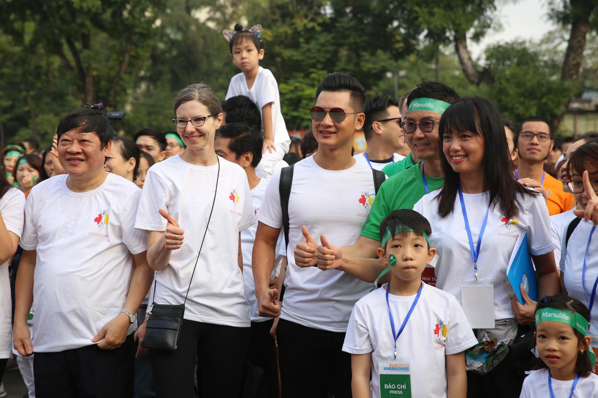 Chạy vì trẻ em Hà Nội 2018 thu hút hàng nghìn người tham dự, quyên góp hơn 1 tỷ đồng - Ảnh 5.