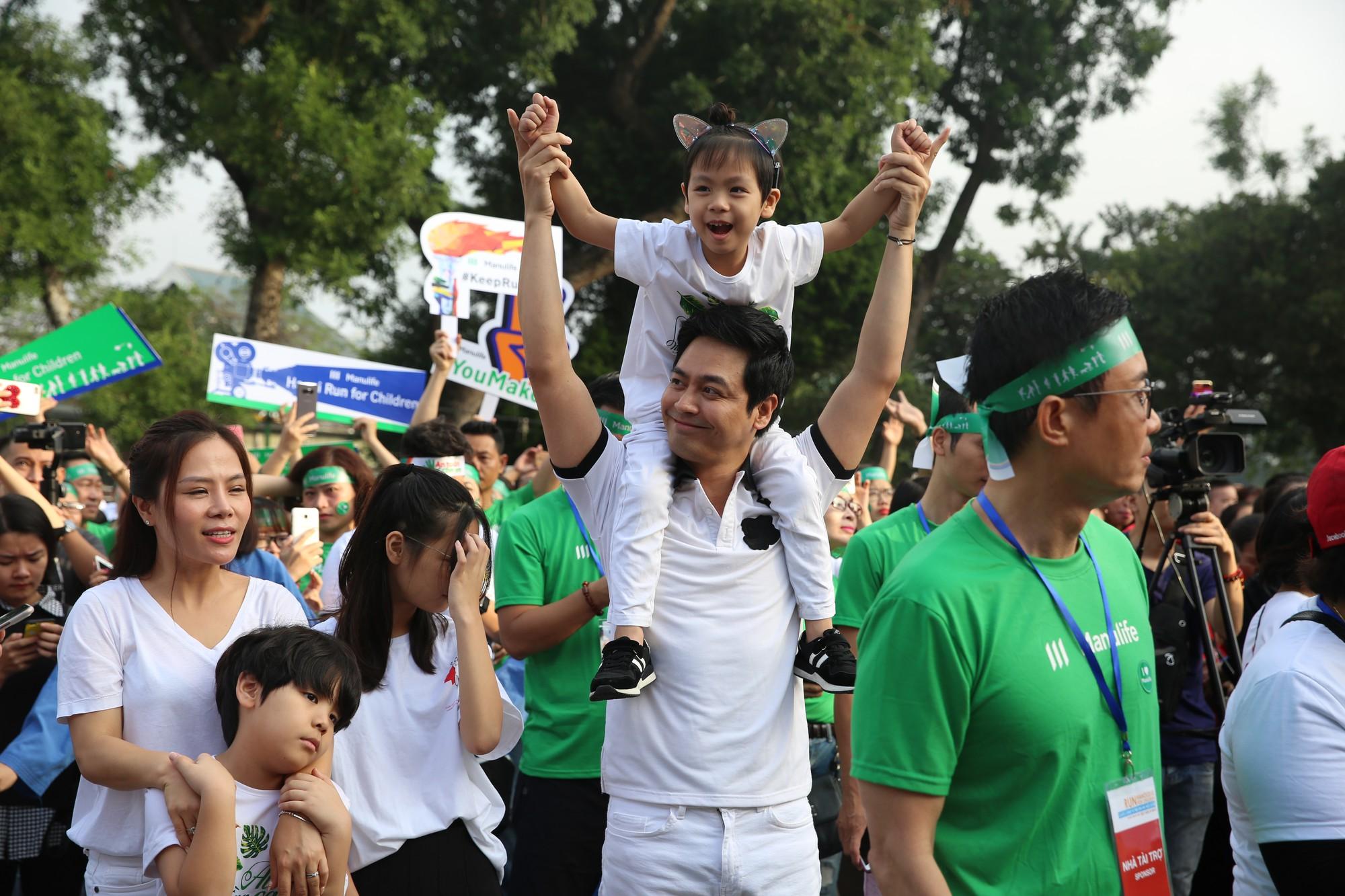 Chạy vì trẻ em Hà Nội 2018 thu hút hàng nghìn người tham dự, quyên góp hơn 1 tỷ đồng - Ảnh 7.