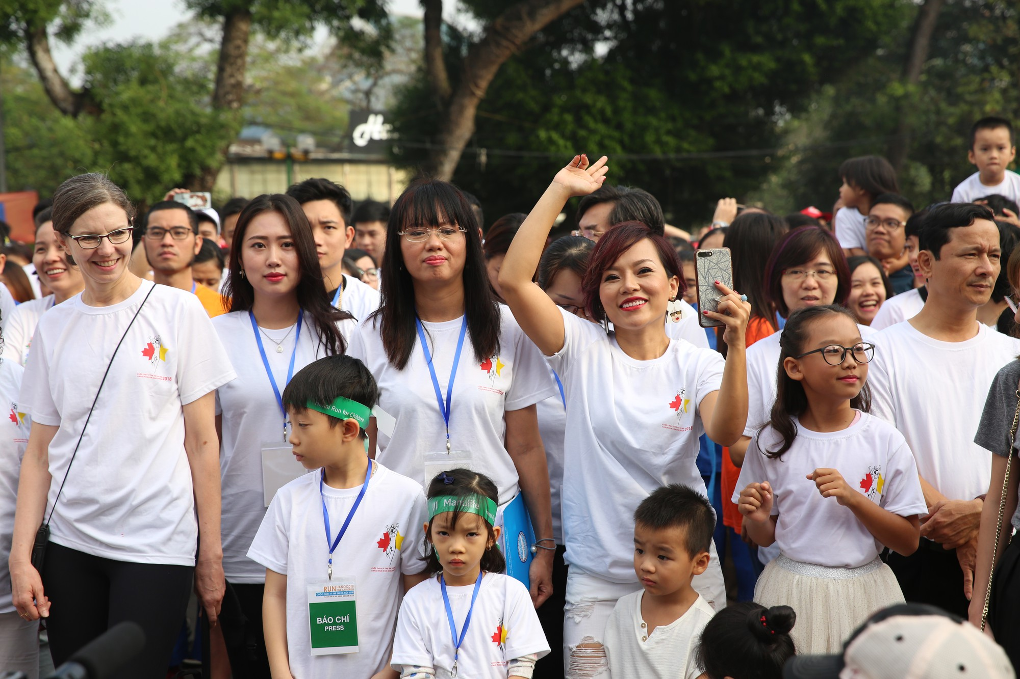 Chạy vì trẻ em Hà Nội 2018 thu hút hàng nghìn người tham dự, quyên góp hơn 1 tỷ đồng - Ảnh 8.