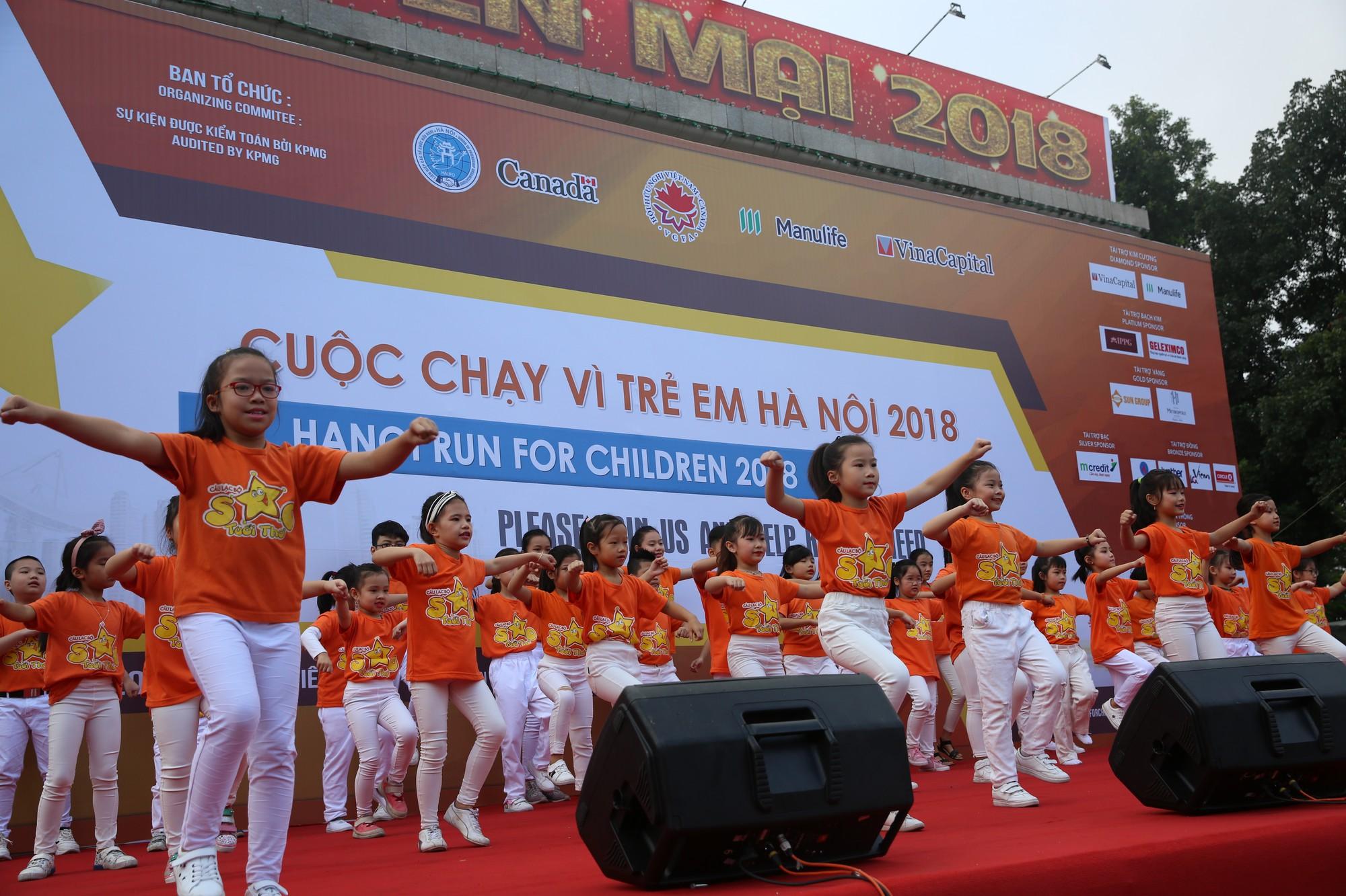 Chạy vì trẻ em Hà Nội 2018 thu hút hàng nghìn người tham dự, quyên góp hơn 1 tỷ đồng - Ảnh 9.