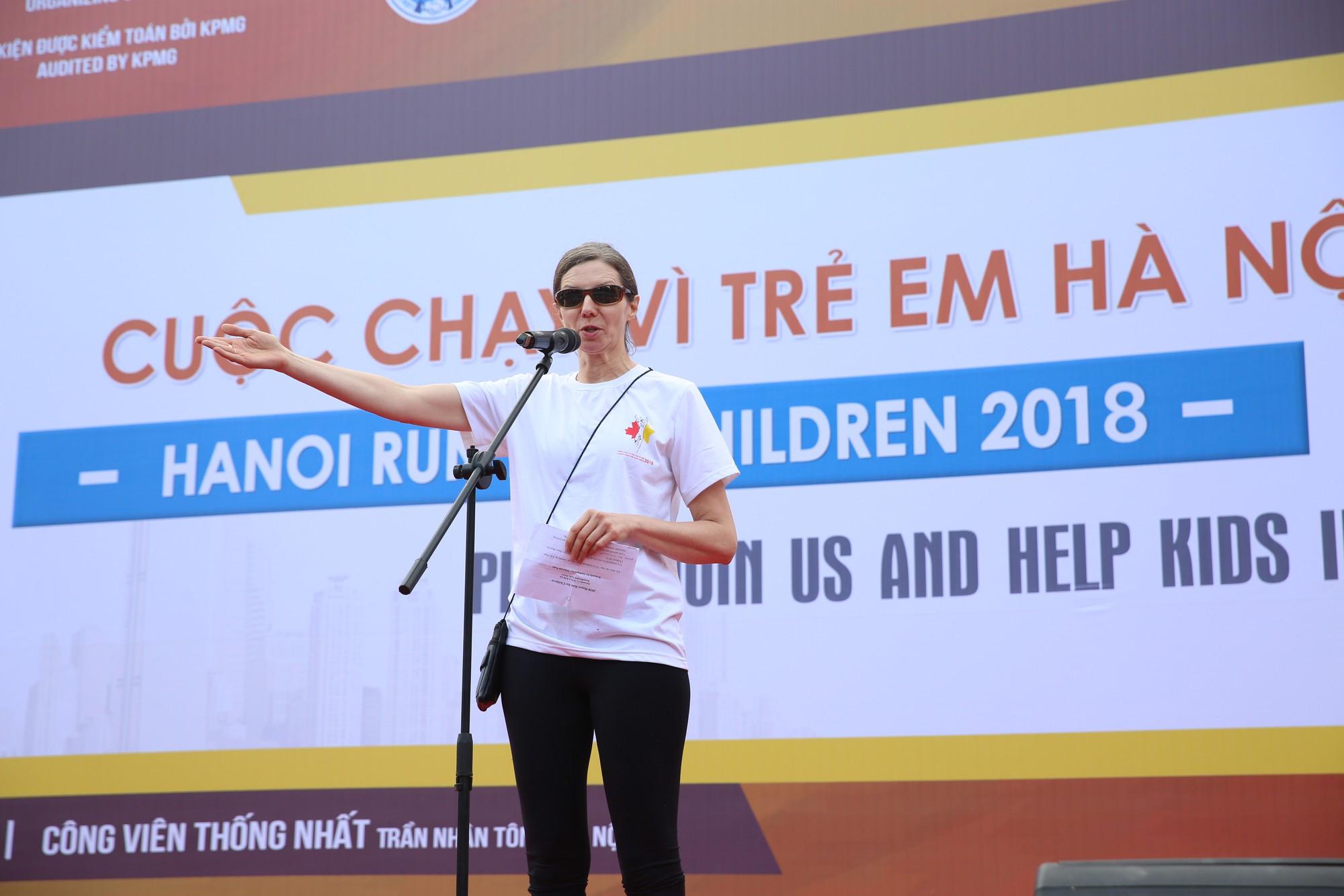Chạy vì trẻ em Hà Nội 2018 thu hút hàng nghìn người tham dự, quyên góp hơn 1 tỷ đồng - Ảnh 4.