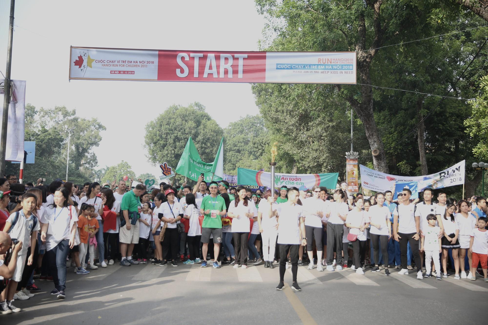 Chạy vì trẻ em Hà Nội 2018 thu hút hàng nghìn người tham dự, quyên góp hơn 1 tỷ đồng - Ảnh 13.