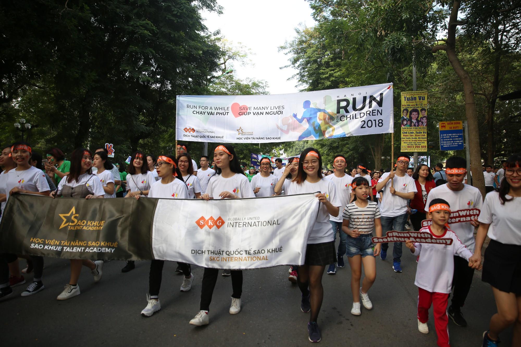 Chạy vì trẻ em Hà Nội 2018 thu hút hàng nghìn người tham dự, quyên góp hơn 1 tỷ đồng - Ảnh 17.