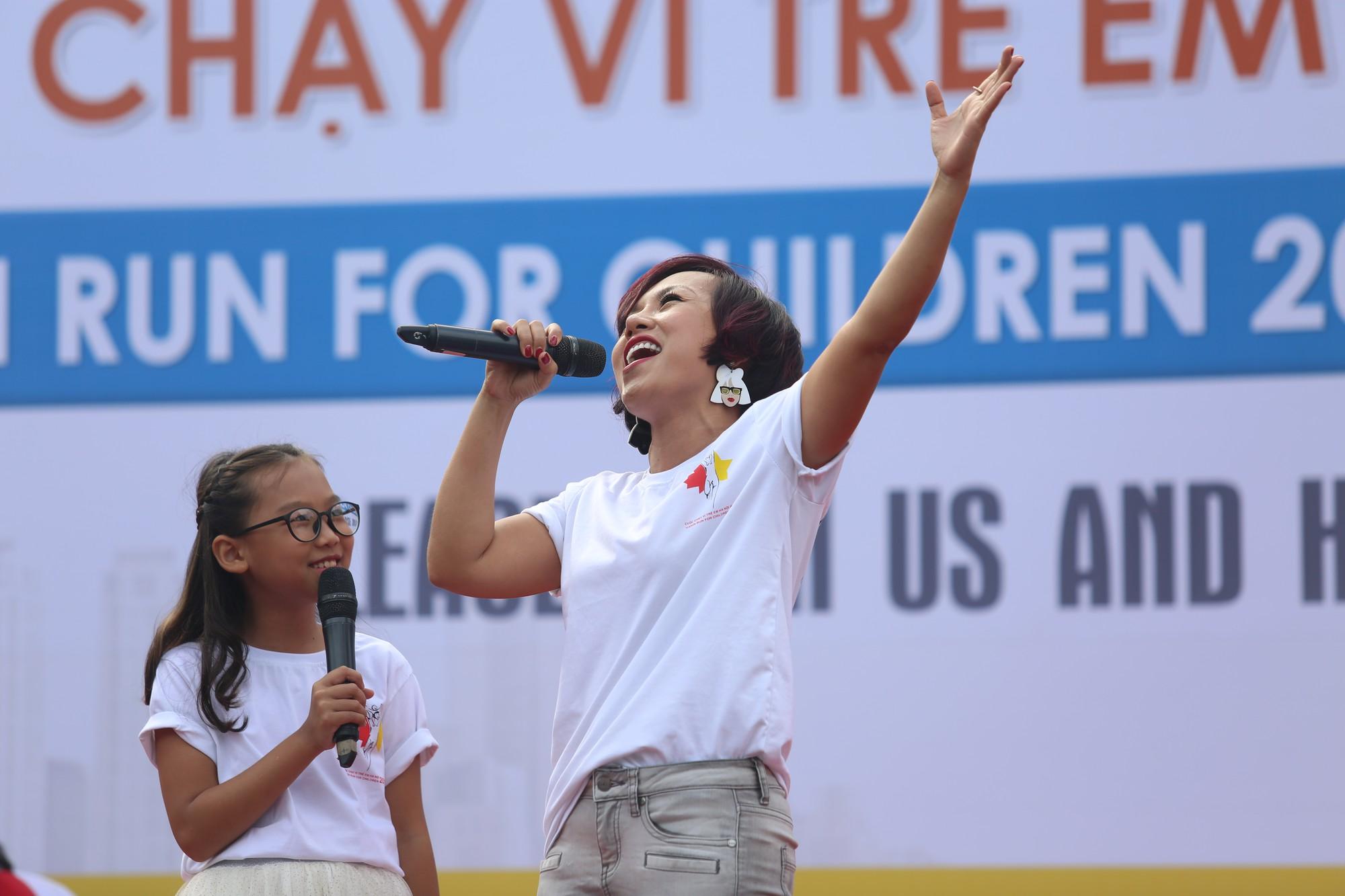 Chạy vì trẻ em Hà Nội 2018 thu hút hàng nghìn người tham dự, quyên góp hơn 1 tỷ đồng - Ảnh 12.