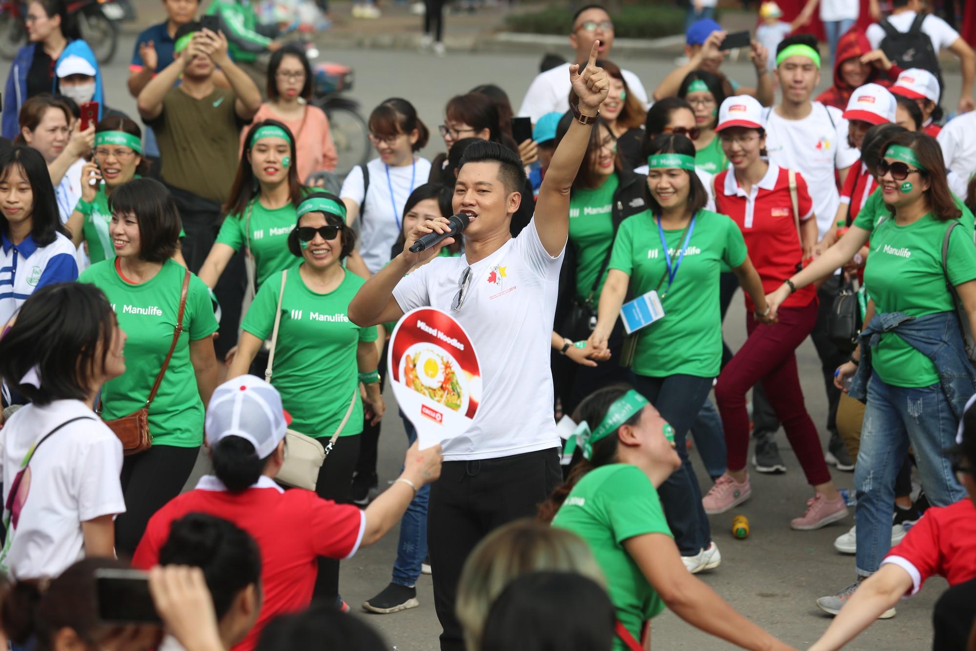 Chạy vì trẻ em Hà Nội 2018 thu hút hàng nghìn người tham dự, quyên góp hơn 1 tỷ đồng - Ảnh 11.
