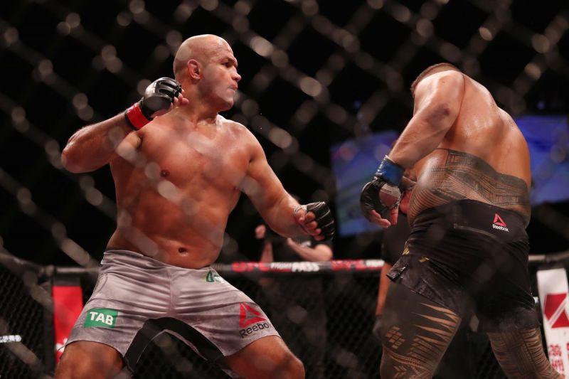Giành chiến thắng KO tại Úc, Junior dos Santos muốn tái đấu với bạn cũ Alistair Overeem - Ảnh 3.