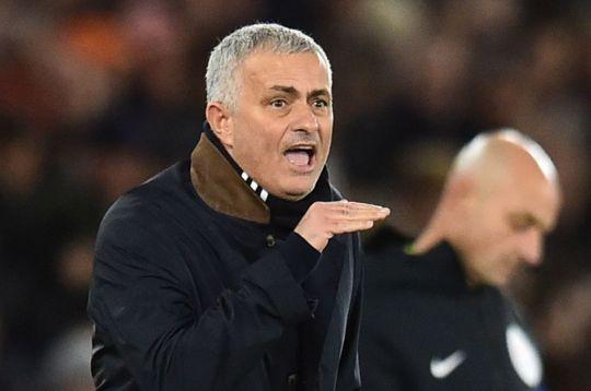 Khiến Man Utd chơi như chấp người, Paul Pogba bị Mourinho chỉ trích không biết chơi bóng đơn giản - Ảnh 1.