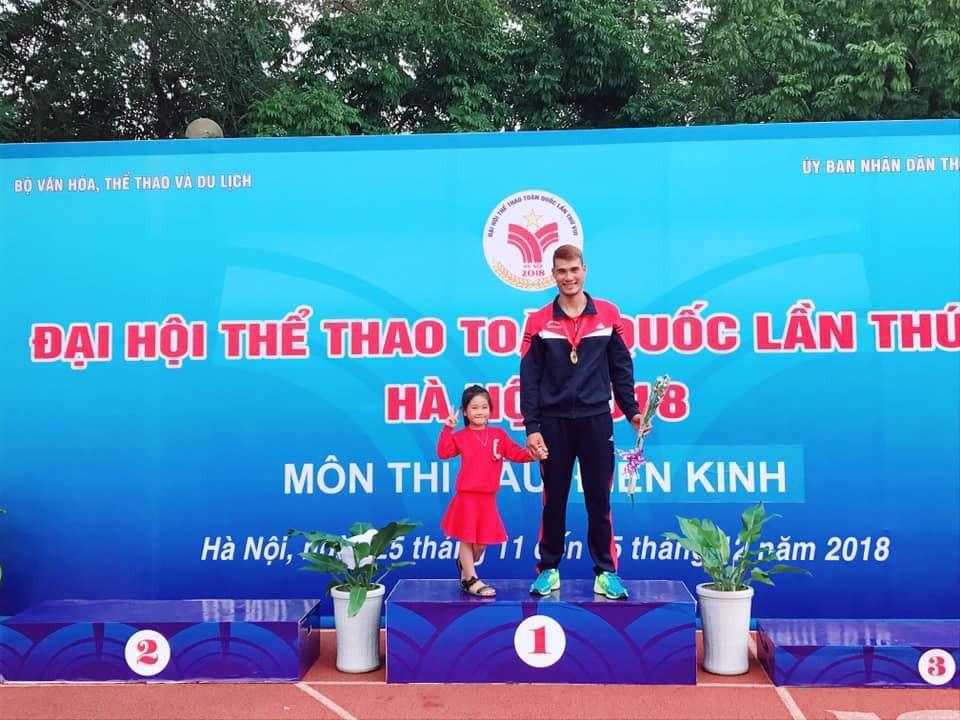 ĐH8: Đỗ Quốc Luật, Nguyễn Thị Oanh giành HCV 3000m CNV, Nguyễn Văn Huệ phá KLQG - Ảnh 2.