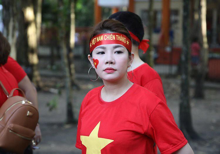 Bóng hồng Việt khoe sắc cùng nữ sinh Philippines tại  Bacolod - Ảnh 1.