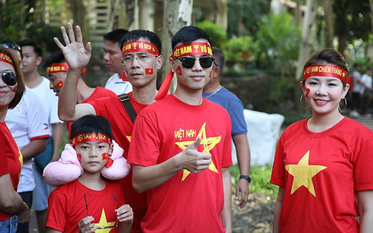 Bóng hồng Việt khoe sắc cùng nữ sinh Philippines tại  Bacolod - Ảnh 3.