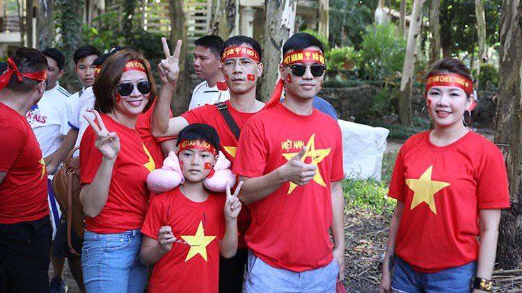 Bóng hồng Việt khoe sắc cùng nữ sinh Philippines tại  Bacolod - Ảnh 5.