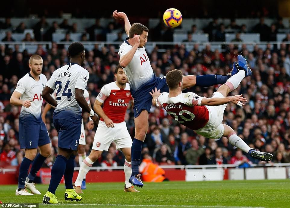 Arsenal ăn mừng ở derby bắc London và 5 điều rút ra từ tấm ảnh trong phòng thay đồ sân Emirates - Ảnh 4.