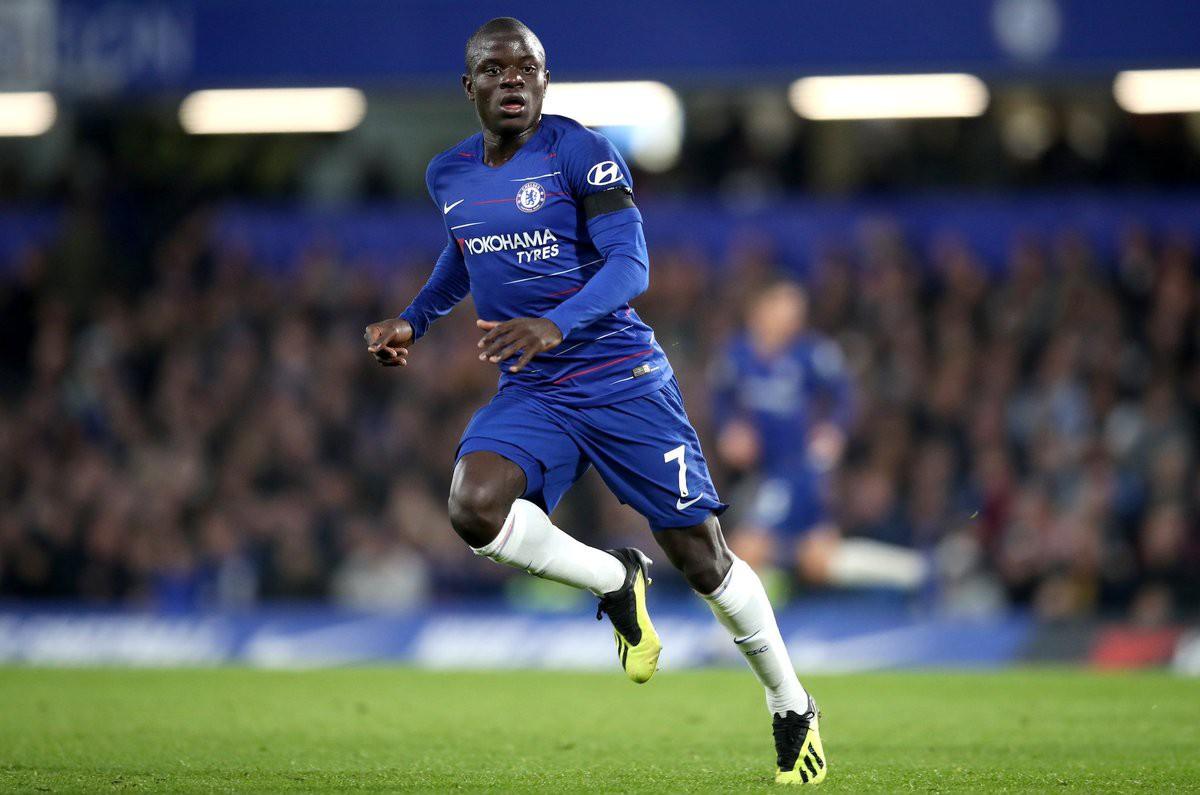CĐV Chelsea và HLV Sarri choáng váng với màn trình diễn của Kante sau khi bị công kích - Ảnh 3.