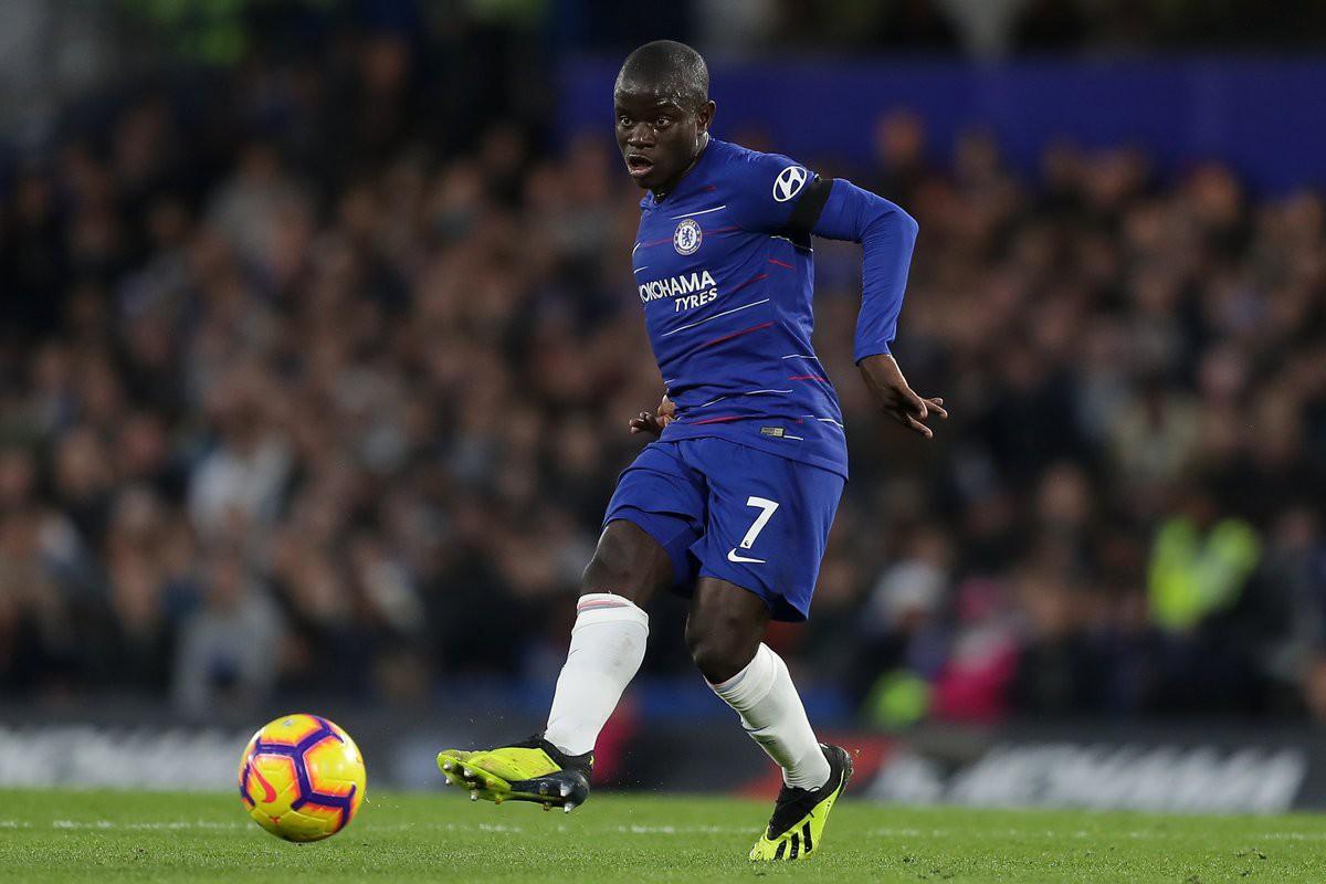 CĐV Chelsea và HLV Sarri choáng váng với màn trình diễn của Kante sau khi bị công kích - Ảnh 5.
